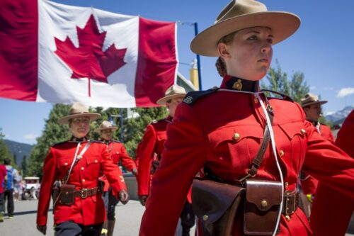 加拿大皇家骑警 - 纳奈莫加拿大皇家骑警:新移民指南